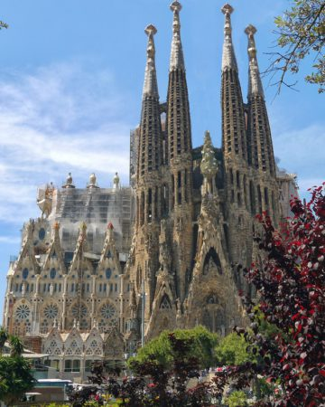 Посетите знаменитый собор Саграда-Фамилия в Барселоне
