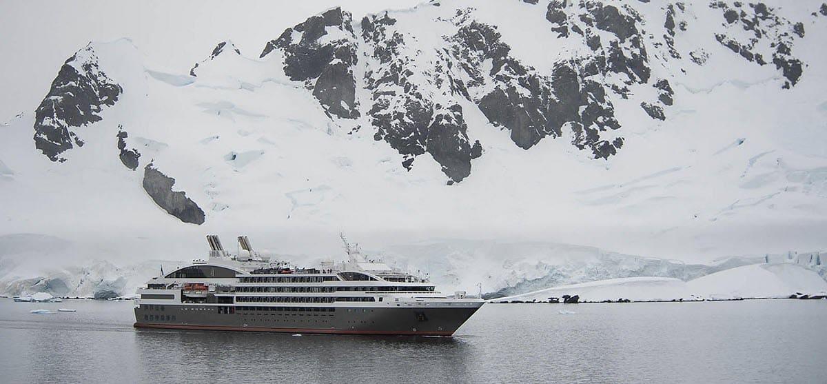 Круизный лайнер Le Boréal в Антарктиде